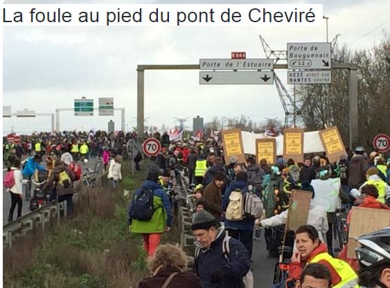 Nantes the crowd near the Chevire bridge 9.1.2016