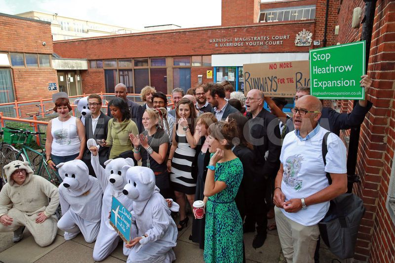 heathrow-climate-activists-protest-outside-plane-stupid-court-hearing