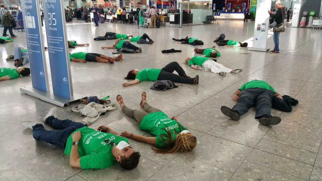 rsz_heathrow-pollution-protesters-lying-down